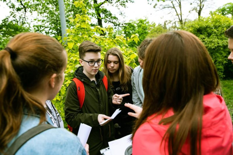 Студенты детских и подростковых курсов английского языка